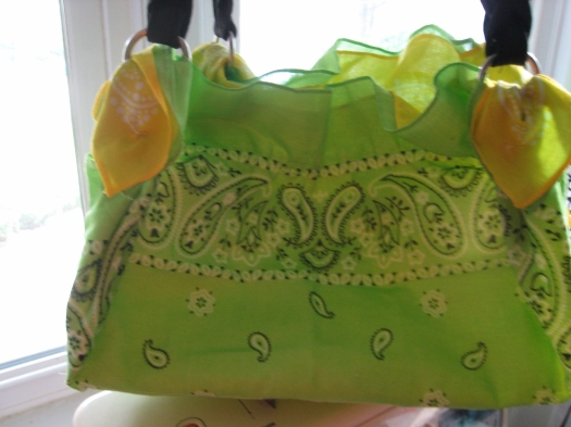 Reversible two-colour bandana purse